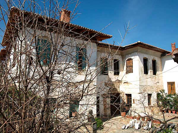 Το αρχοντικό Αλεξούλη στην Αγιά Λάρισας.