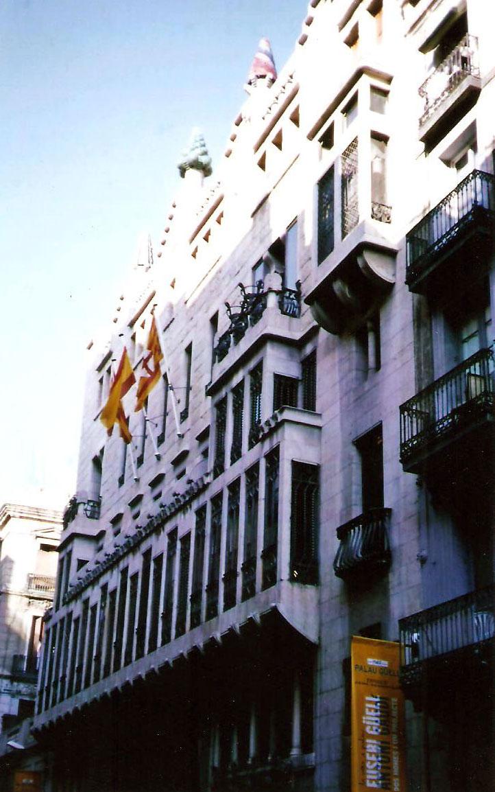 Εικ. 4. Βαρκελώνη, Μέγαρο Güell, 1886 – '88, Πρόσοψη.