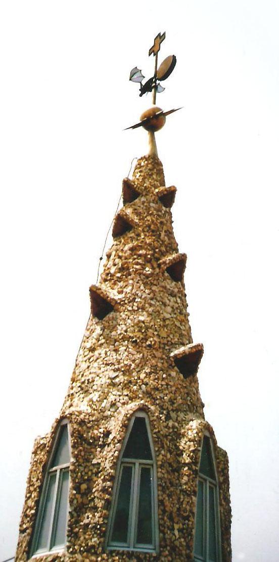 Εικ. 5. Βαρκελώνη, Μέγαρο Güell, 1886 – '88, Δώμα, απόληξη του τρούλου.