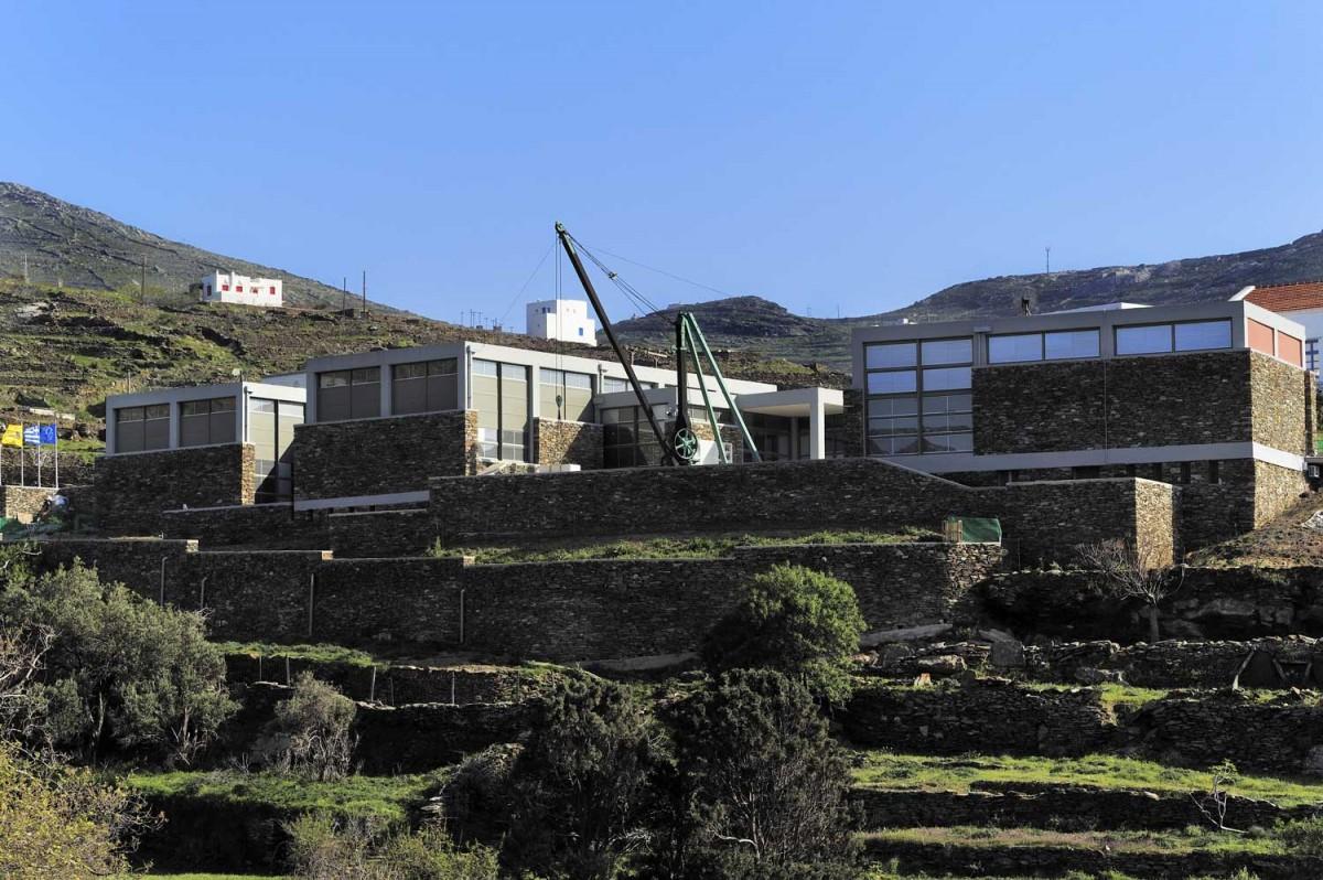 Γενική άποψη του Μουσείου Μαρμαροτεχνίας στον Πύργο της Τήνου. (© Φωτ. Γαλάζιος Χρήστος - Φωτογραφικό Αρχείο ΠΙΟΠ)