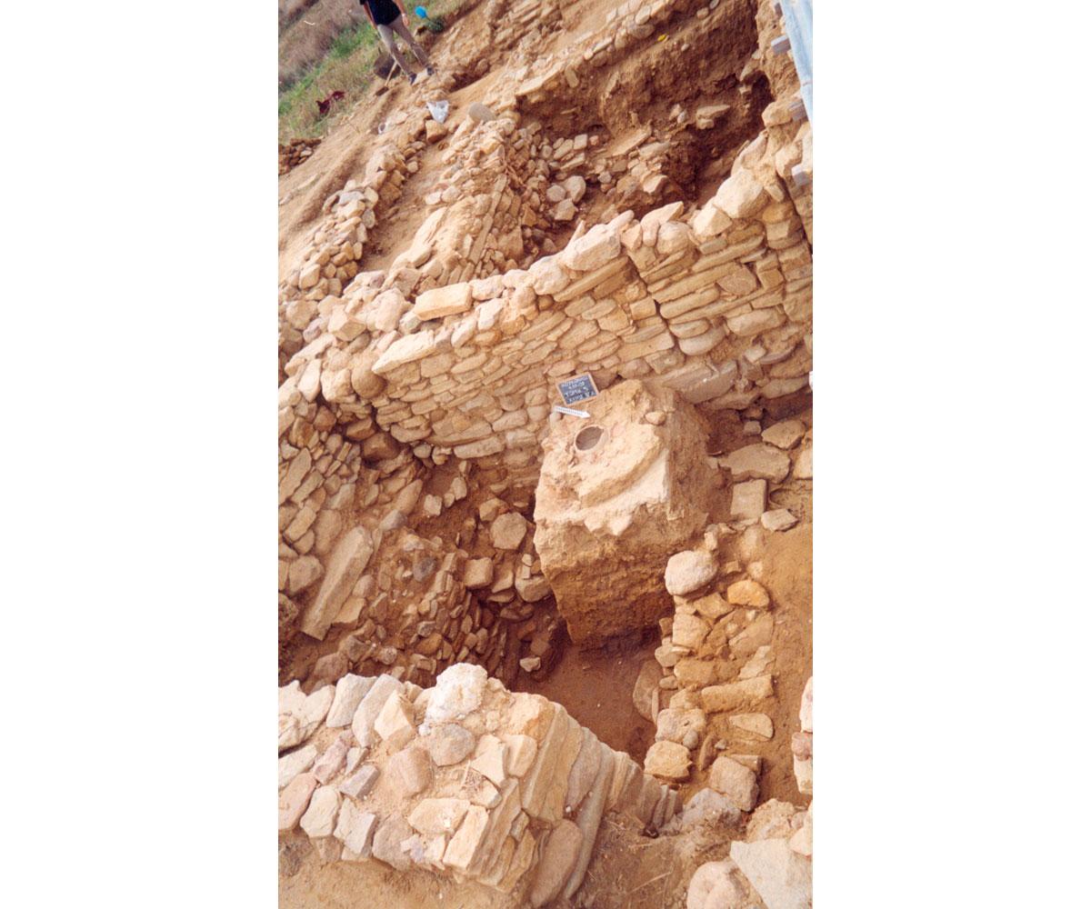 Εικ. 15. Αρχιτεκτονικοί χώροι της Πρώιμης και Μέσης Χαλκοκρατίας (Τομές 5 και 7).