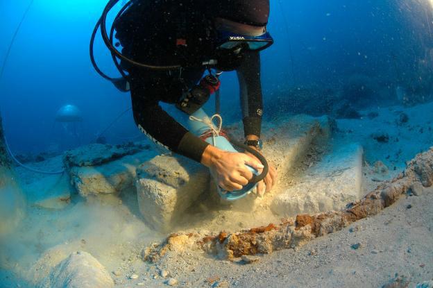 Φωτογραφία από τις υποβρύχιες έρευνες στο ναυάγιο του Κιζιλμπουρούν.