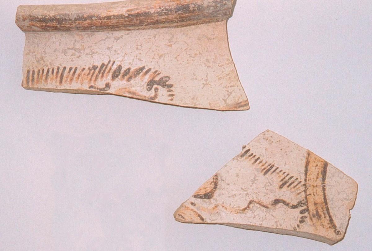 Εικ. 3. Μυκηναϊκά όστρακα με διάκοσμο παπύρων (Τομή 9).