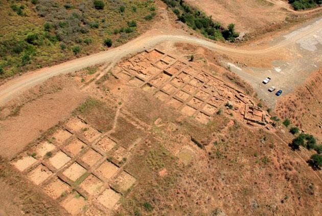 Γενική άποψη της ανασκαφής στην αρχαία Μακύνεια.