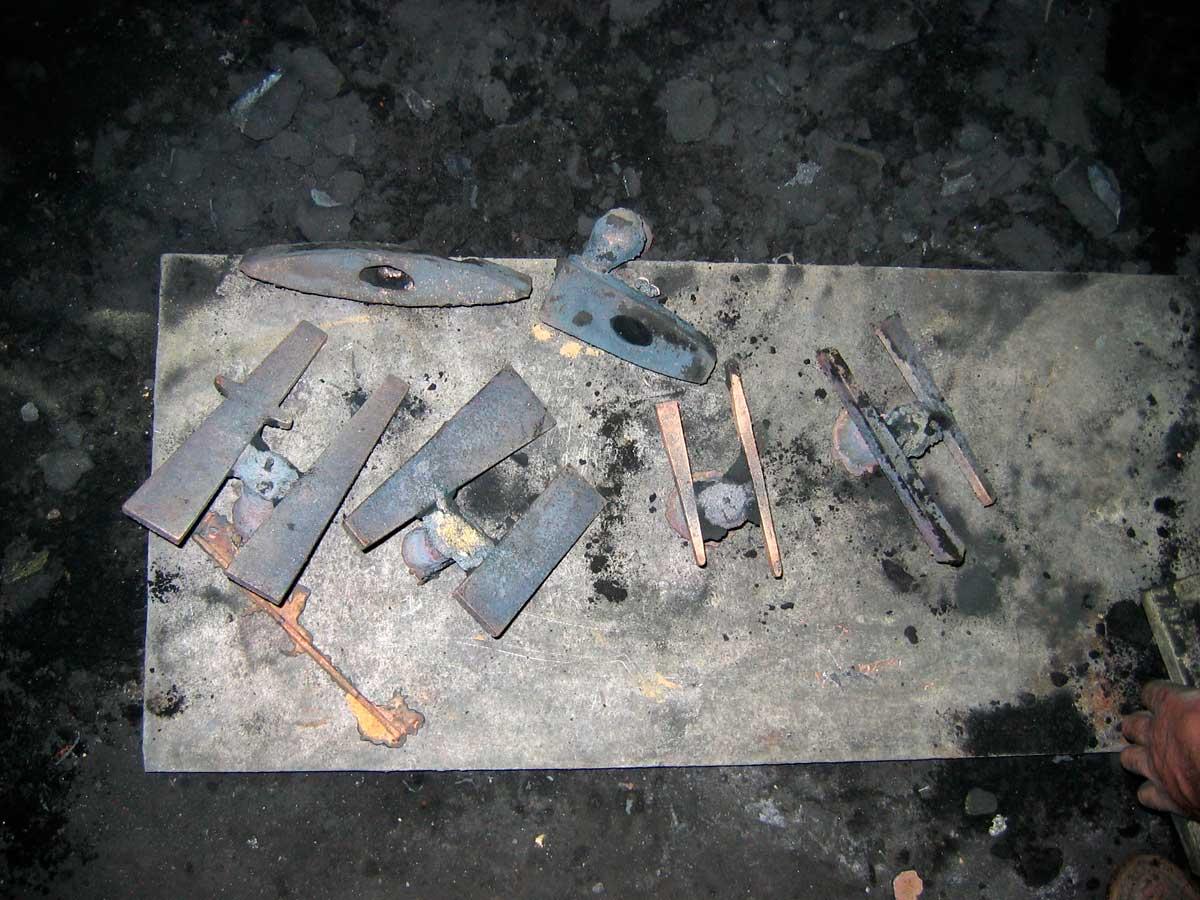 Εικ. 6. Ανακατασκευασμένα ξυλουργικά εργαλεία μετά τη διάλυση των μητρών και πριν από την επεξεργασία τους.
