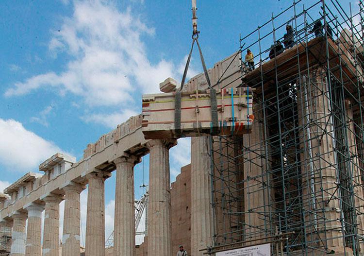 O εξωτερικός λίθος της βόρειας γωνίας της δυτικής πλευράς του Παρθενώνα, βάρους περίπου 7 τόνων, κατέβηκε από το μνημείο.