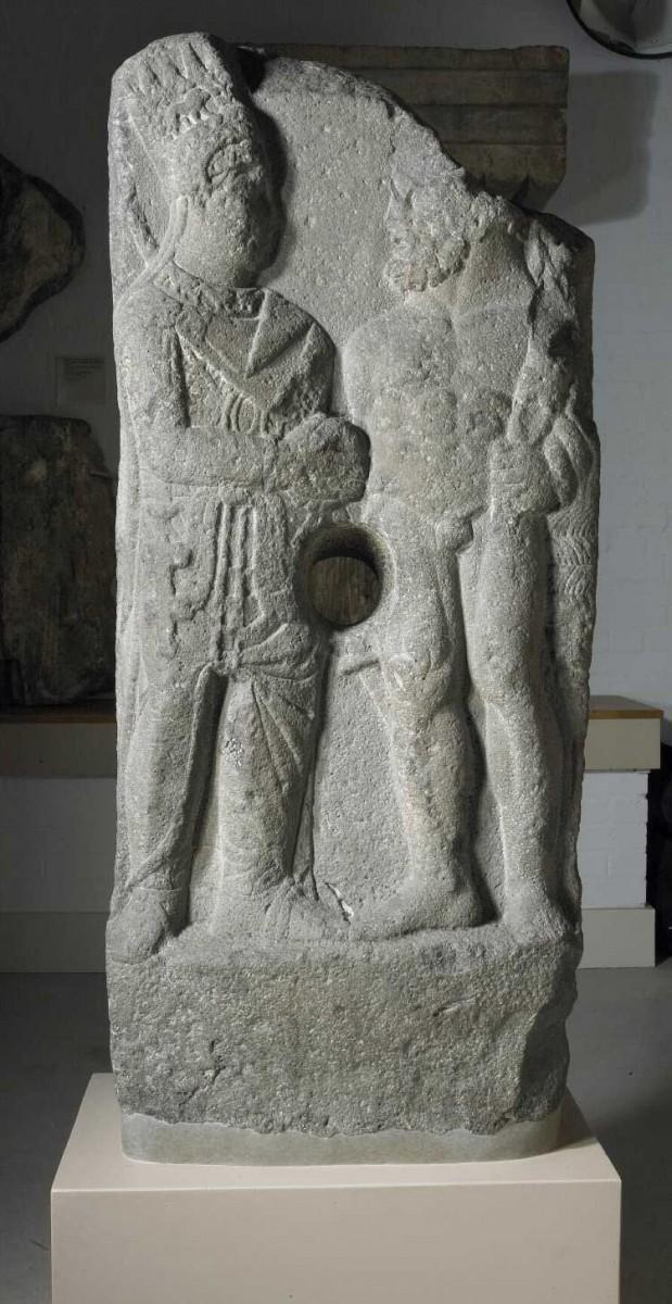 Η ανάγλυφη στήλη από βασάλτη που διεκδικεί η Τουρκία από το Βρετανικό Μουσείο. Χρονολογείται στον 1ο αι. π.Χ. και χρησιμοποιούνταν για την παραγωγή ελαιόλαδου.
