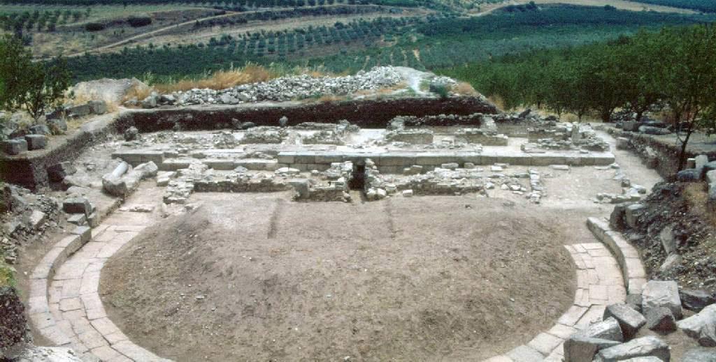 Tο αρχαίο θέατρο Φθιωτίδων Θηβών, κοντά στις σημερινές Μικροθήβες Μαγνησίας.