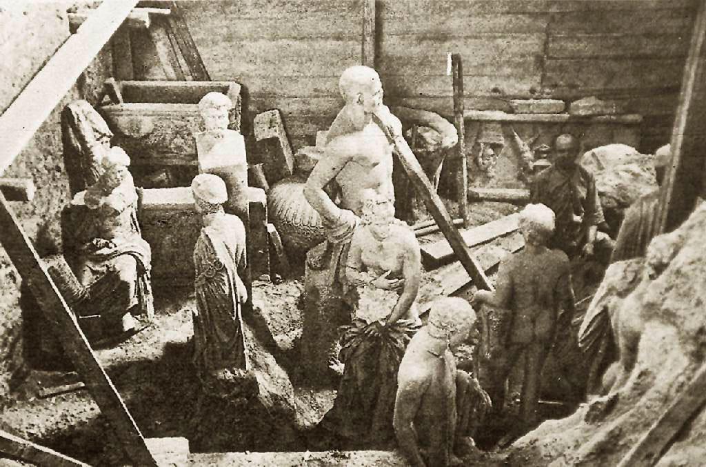 Πριν ακόμη από την πτώση του μετώπου και την εισβολή των Γερμανών στην Ελλάδα, οι αρχαιολόγοι αποφάσισαν να κρύψουν τους πολιτιστικούς θησαυρούς της χώρας.