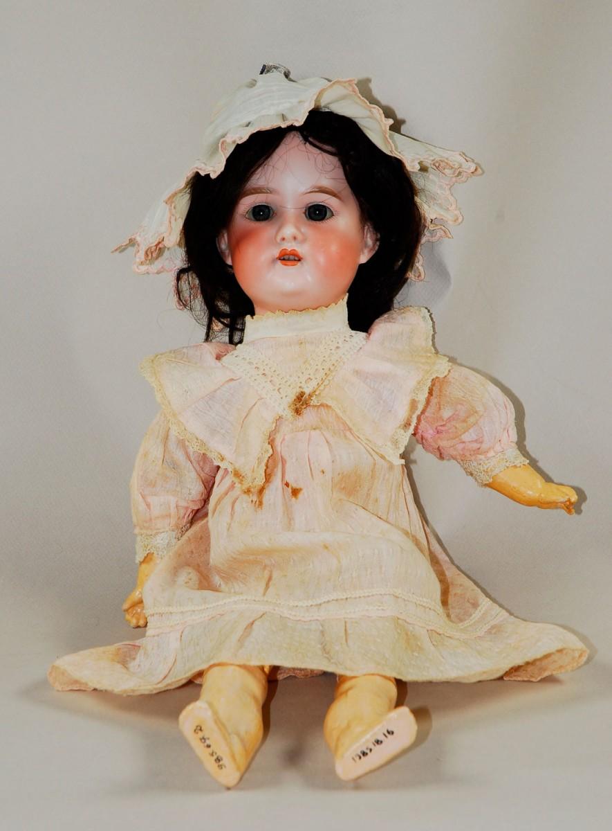Εικ. 26. Π.Λ.Ι., αρ. ευρ. 1985.18.0016, η κούκλα «Florοdora» μετά τη συντήρηση.
