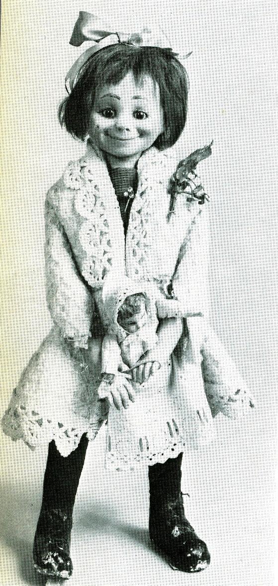 Εικ. 3. Μηχανική κούκλα-κορίτσι «Tata» (η «αδελφή» του Toto), των Roullet και Decamps, Παρίσι 1927. Φωτογραφία από το βιβλίο Les Monde des Poupées της Constance Eileen King.
