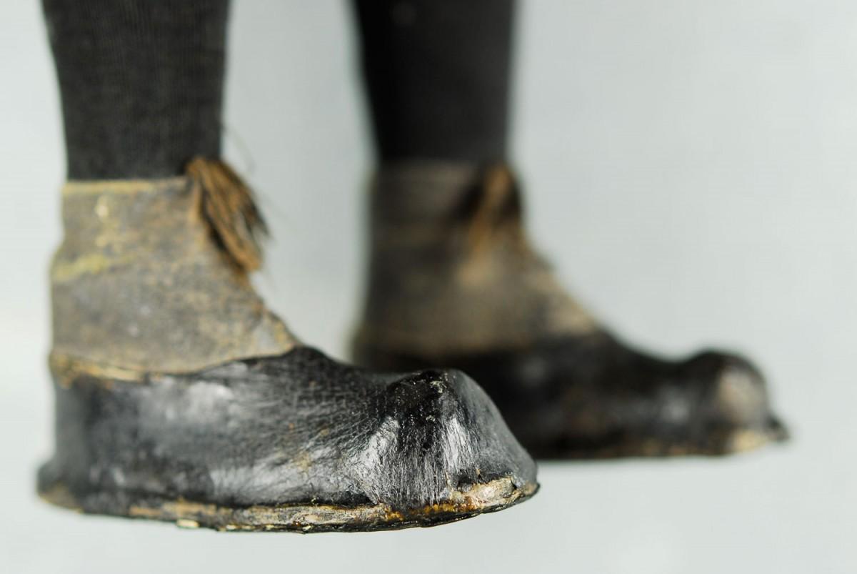 Εικ. 8. Π.Λ.Ι., αρ. ευρ. 2005.18.0004, «Τοto», τα παπούτσια μετά από τη συντήρηση.