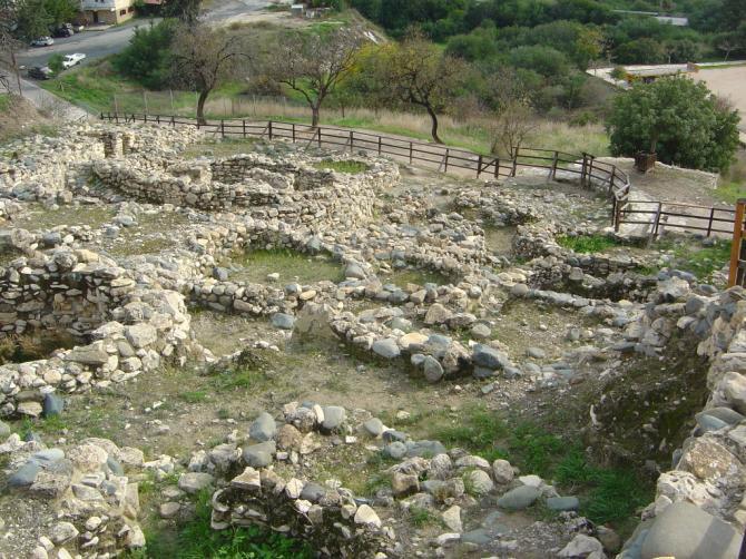 Άποψη του αρχαιολογικού χώρου της Χοιροκοιτίας.