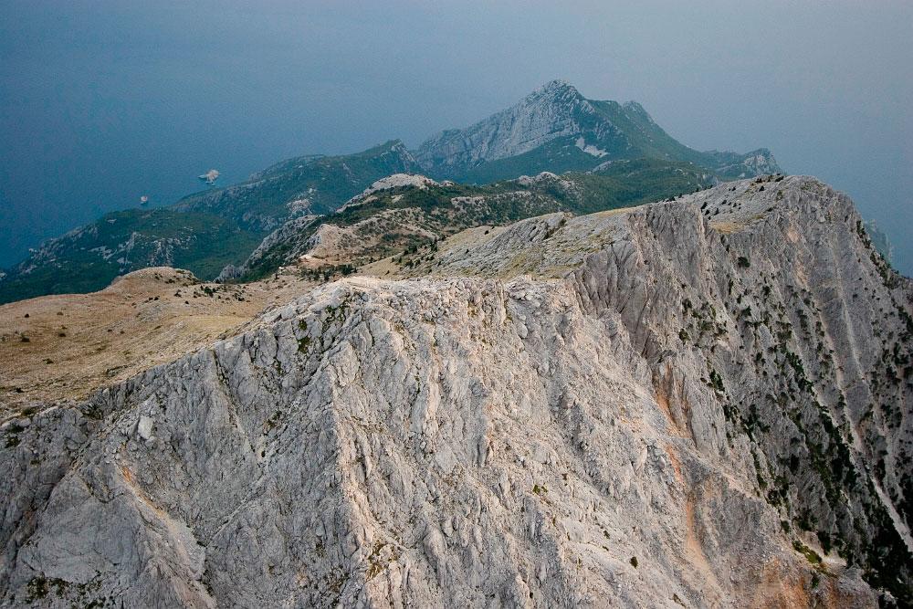 Εικ. 12. Η εμπειρία του να πετάς φωτογραφίζοντας πάνω από αυτή την κωνική κορυφή, 2,5 χλμ. πάνω από τη θάλασσα είναι μοναδική.