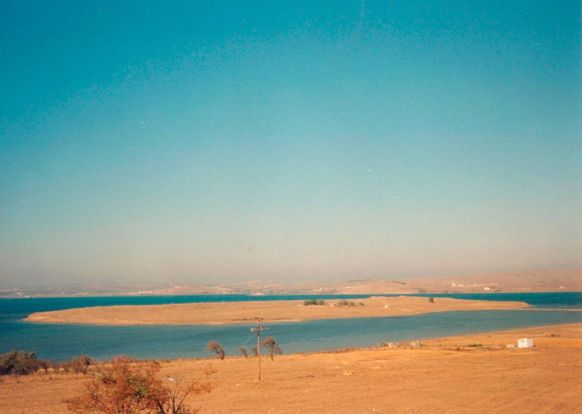 Εικ. 2. Το Κουκονήσι από ΝΑ, από την πλευρά του χωριού Μούδρος.