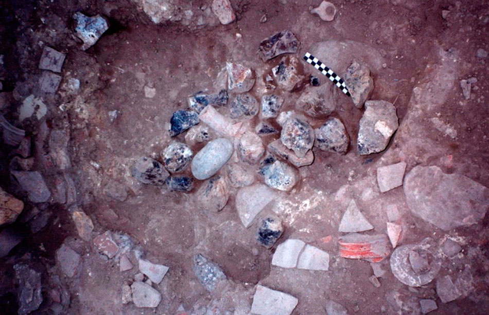 Εικ. 5. Μία εκ των συστάδων πυριτόλιθου, όπως βρέθηκε κατά την ανασκαφή (Τομή 3, Χώρος Ι).