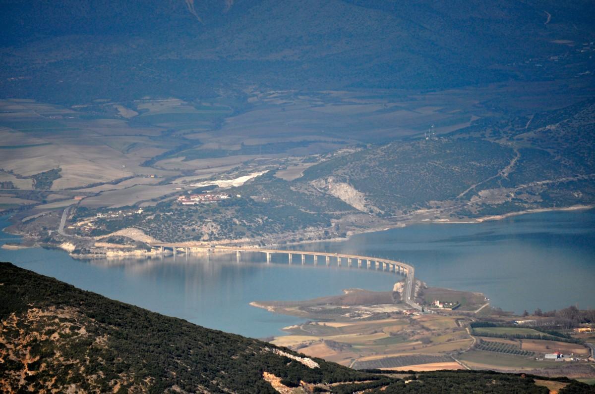 Εικ. 6. Η «Υψηλή Γέφυρα Σερβίων» και η Νεράιδα από νότια.