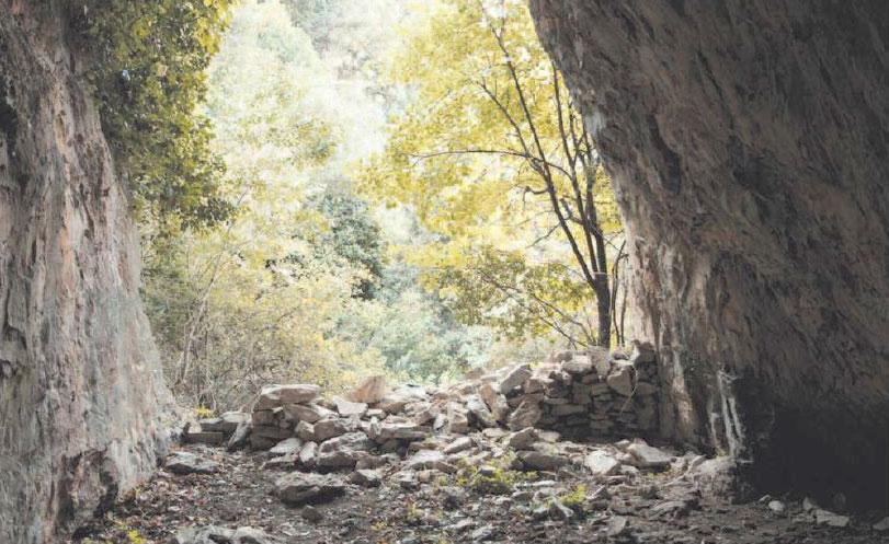 Σπήλαιο στην περιοχή της Νταμούχαρης, στη Μαγνησία.