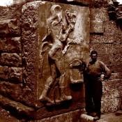 Αρχαιολόγοι με ρεβόλβερ
