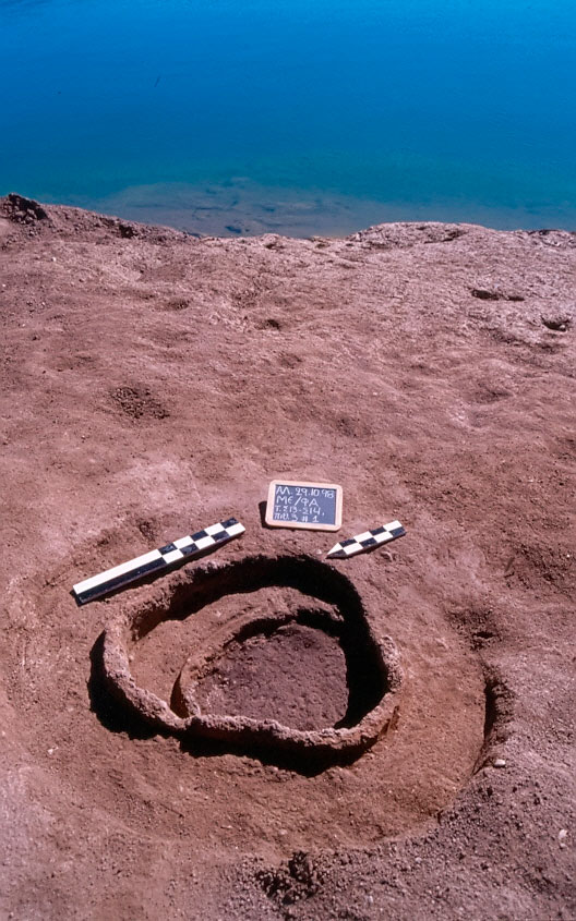 Εικ. 1. Φαράγγι Μεσιανής. Αποθηκευτική κατασκευή της Τελικής Νεολιθικής ή (πιθανότατα) της Πρώιμης Εποχής του Χαλκού.