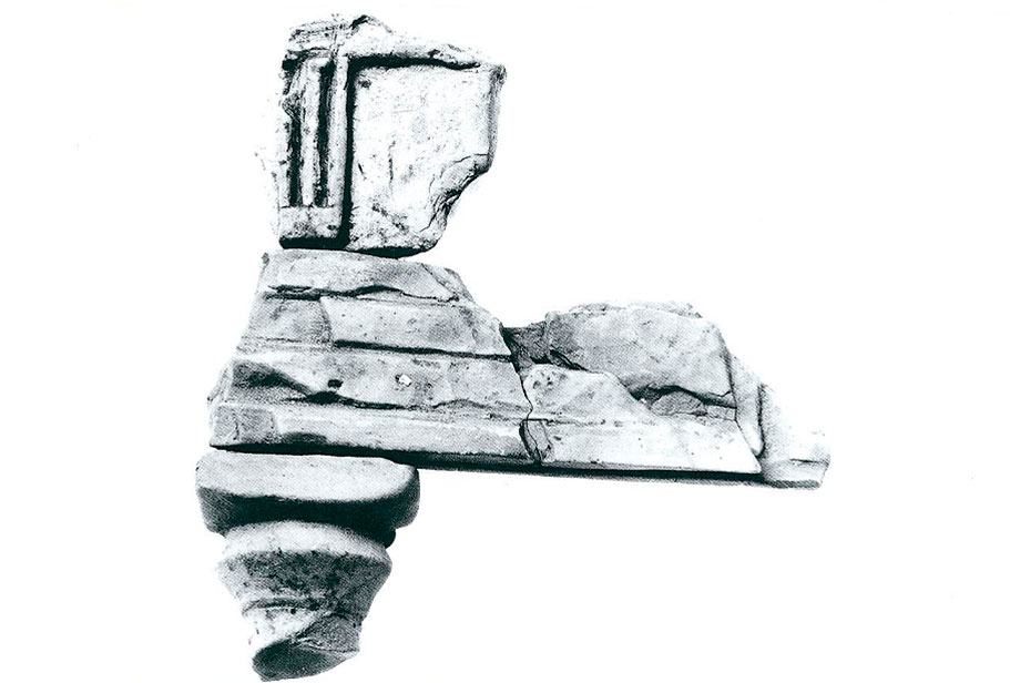 Εικ. 4. Πήλινο ομοίωμα δωρικού ναού από τη Ρακίτα.