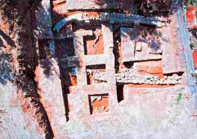 Εικ. 5. Γεωμετρικός ναός Νικολέικων (αρχαία Ελίκη).