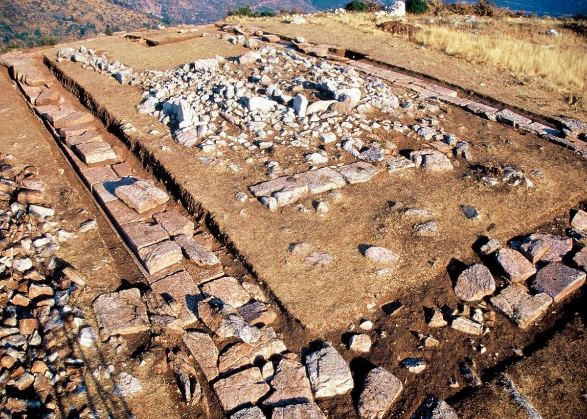 Εικ. 6. Ο αρχαϊκός ναός του Γκρέκα.