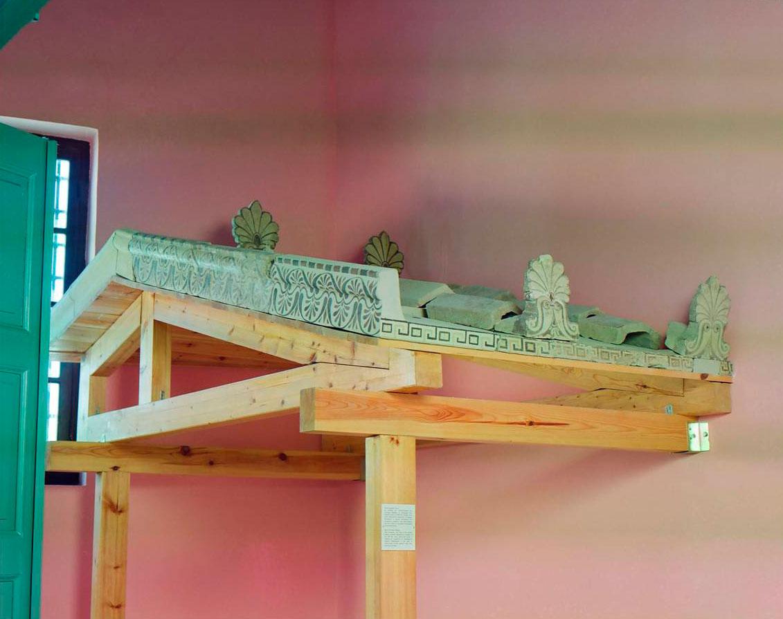 Εικ. 7. Αρχαϊκή στέγη Αιγείρας.