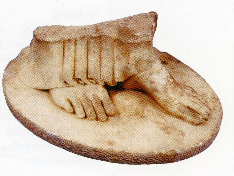 Εικ. 8. Από το αέτωμα του υστεροαρχαϊκού ναού της αρχαίας Κερύνειας.