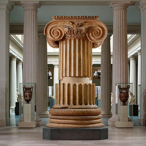 Μαρμάρινος κίονας από τον ναό της Αρτέμιδος στις Σάρδεις, 4ος αι. π.Χ. Μητροπολιτικό Μουσείο Τέχνης, Νέα Υόρκη.