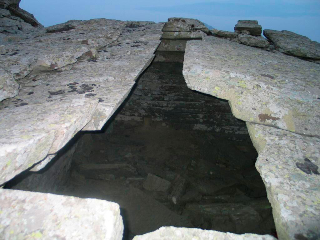Εικ. 6. Εξωτερική άποψη της οροφής του Δρακόσπιτου της Όχης.