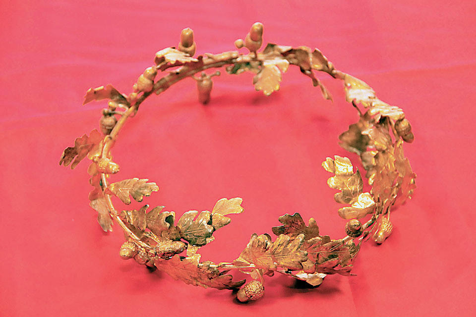 Χρυσό στεφάνι με φύλλα και καρπούς βελανιδιάς. 4ος αι. π.Χ.