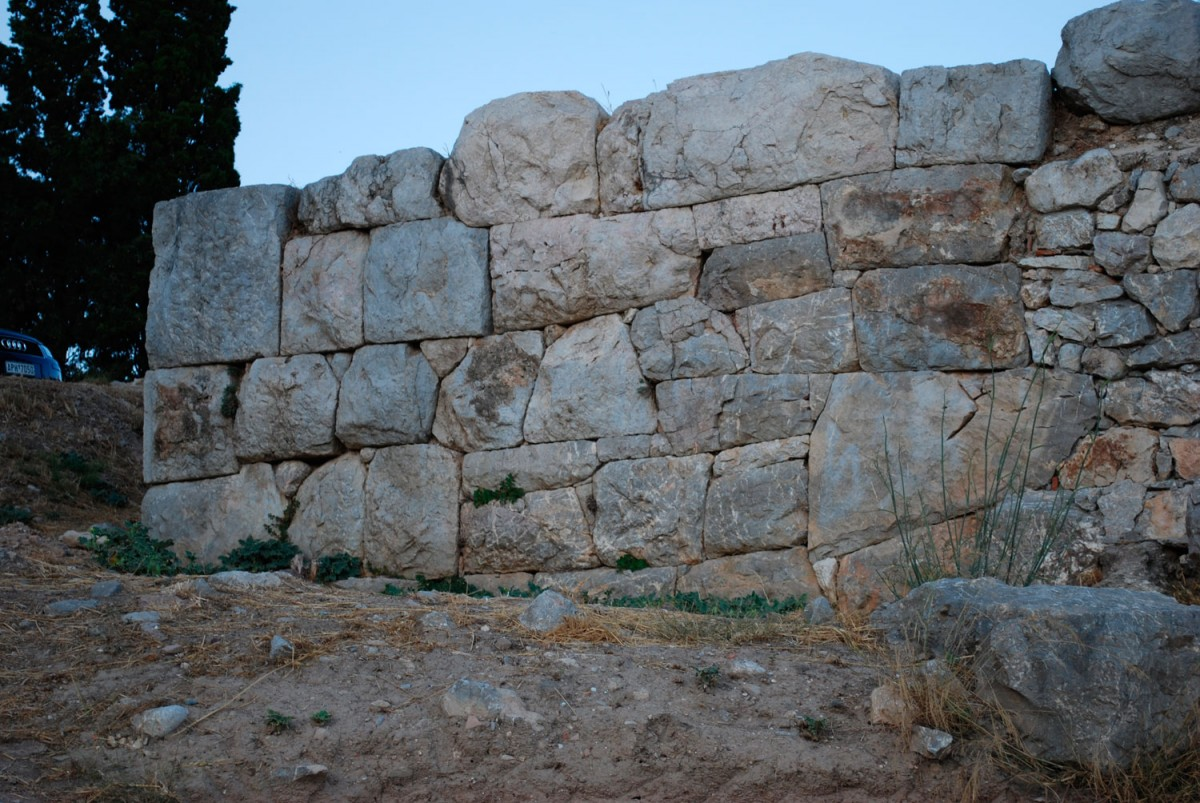 Ερείπια της ακρόπολης της Ασίνης.