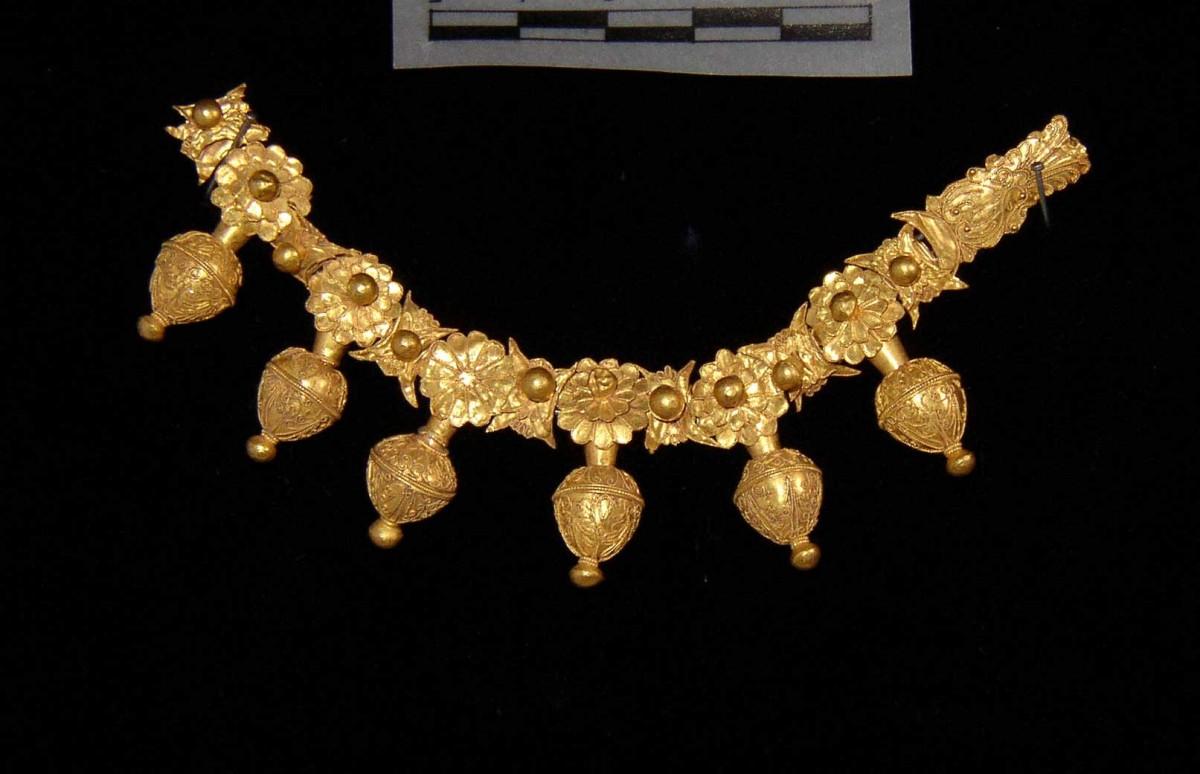 Εικ. 7. Χρυσό περιδέραιο από το Ομόλιο, 4ος αι. π.Χ. Μουσείο Βόλου, αρ. ευρ. Μ36.