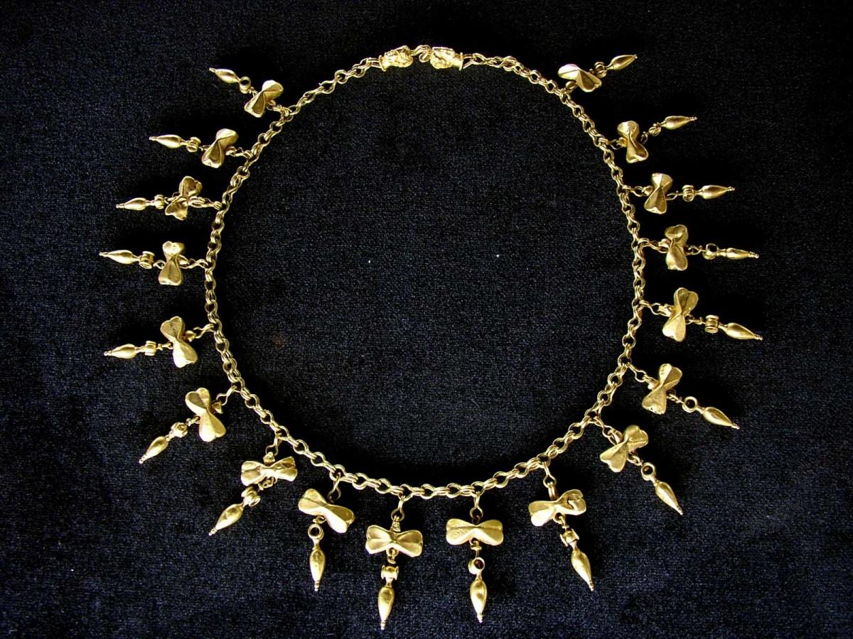 Εικ. 6. Χρυσό περιδέραιο από το Ομόλιο, 4ος αι. π.Χ. Μουσείο Βόλου, αρ. ευρ. Μ106.