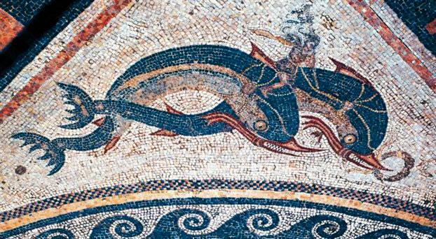 Ψηφιδωτό με δελφίνια και τολμηρό αναβάτη από την Οικία των Δελφινιών στη Δήλο (μέσα 2ου αιώνα π.Χ.).
