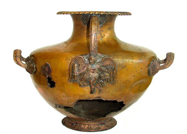 Μπρούτζινη υδρία από το αρχαίο νεκροταφείο της Δημητριάδας. Δεύτερο μισό 4ου αι. π.Χ. Αρχαιολογικό Μουσείο Βόλου.