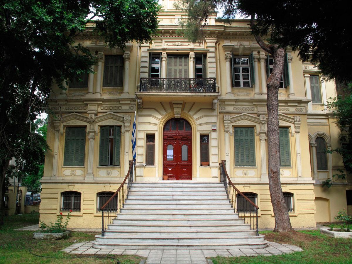 Το Κέντρο Βυζαντινών Ερευνών στεγάζεται στο νεοκλασικό διατηρητέο κτίριο «Μέλισσα», στη Θεσσαλονίκη.