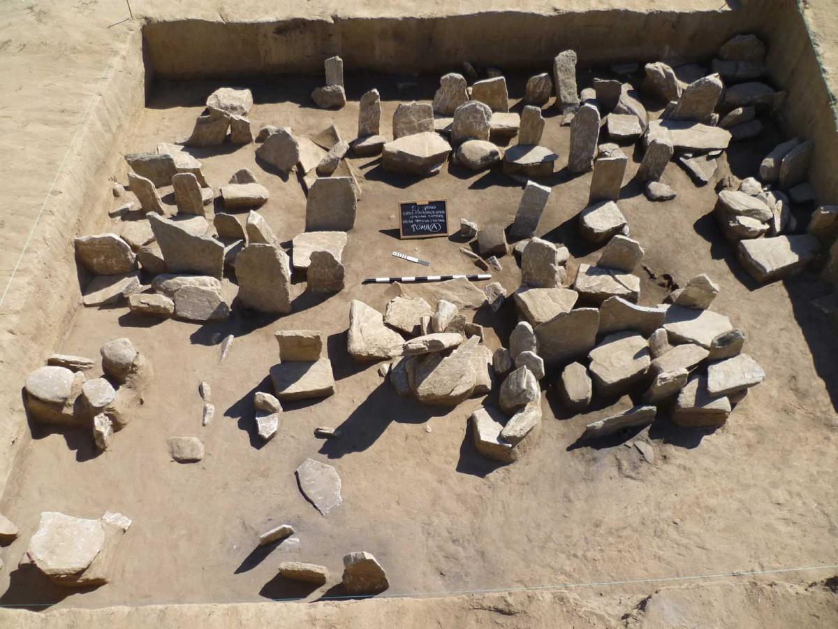 Εικ. 5. Αρχαϊκό νεκροταφείο στη θέση «Φύλλα Γκιόλια».
