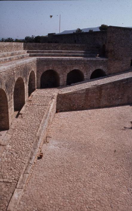 Εικ. 14γ. Η αναβάθρα της ακρόπολης μετά την ολοκλήρωση των έργων αποκατάστασης.