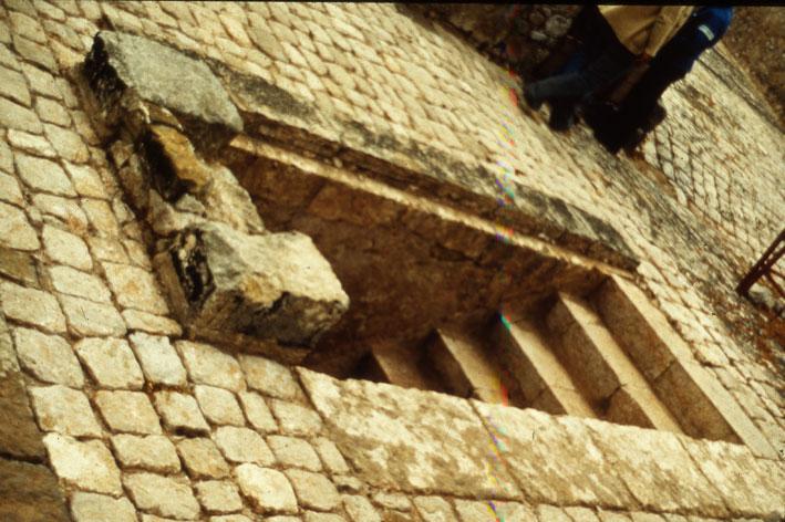 Εικ. 17α. Το επάνω μέρος της εσωτερικής κλίμακας όπως αποκαλύφθηκε.