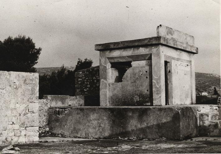 Εικ. 18α. Το ιταλικό πολυβολείο, μία από τις τρεις μεταγενέστερες κατασκευές που αφαιρέθηκαν.