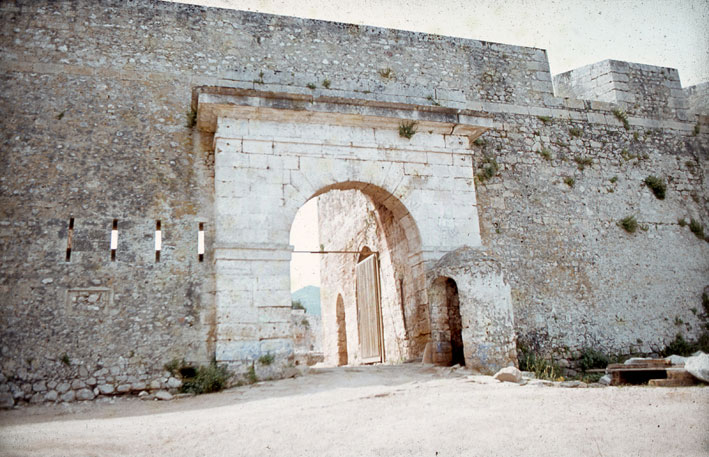 Εικ. 18γ. Σκοπιά της περιόδου που το φρούριο λειτουργούσε ως φυλακή, η οποία ανήκε στις τρεις μεταγενέστερες κατασκευές που αφαιρέθηκαν.