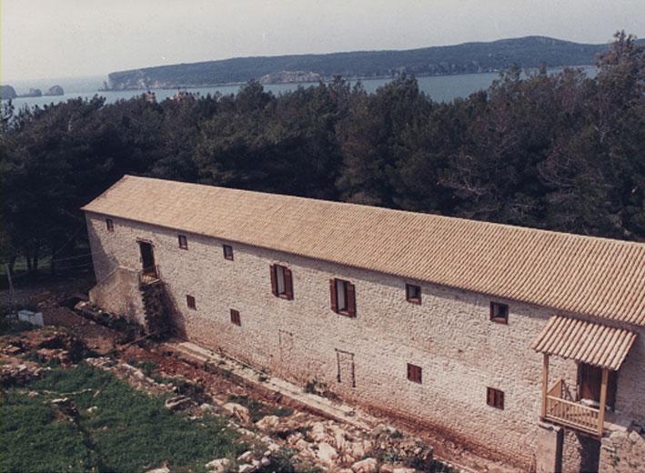 Εικ. 23β. Οι στρατώνες του Maison: Η ανατολική πλευρά του κτηρίου μετά τα έργα αποκατάστασης.