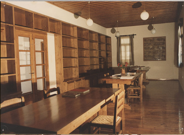 Εικ. 28α. Στρατώνες του Maison: ξυλοκατασκευές στην βιβλιοθήκη την τραπεζαρία και σε άλλους χώρους όλα προϊόντα του ξυλουργείου του Κέντρου.