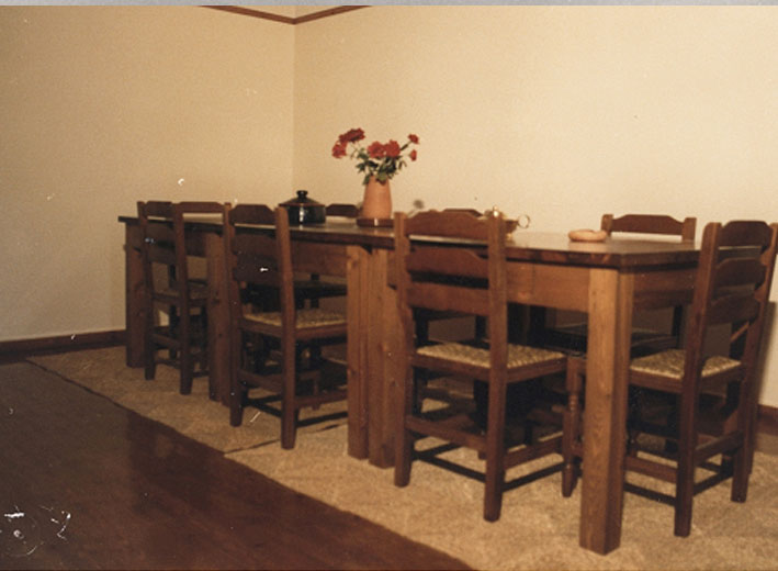 Εικ. 28β. Στρατώνες του Maison: ξυλοκατασκευές στην βιβλιοθήκη την τραπεζαρία και σε άλλους χώρους όλα προϊόντα του ξυλουργείου του Κέντρου.