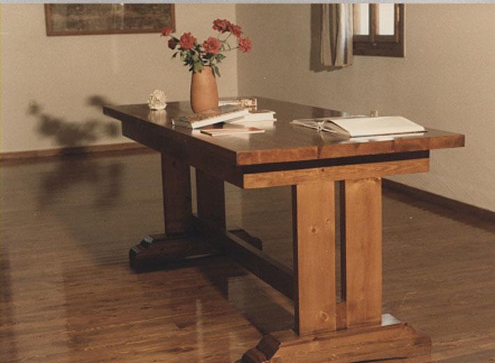 Εικ. 28γ. Στρατώνες του Maison: ξυλοκατασκευές στην βιβλιοθήκη την τραπεζαρία και σε άλλους χώρους όλα προϊόντα του ξυλουργείου του Κέντρου.
