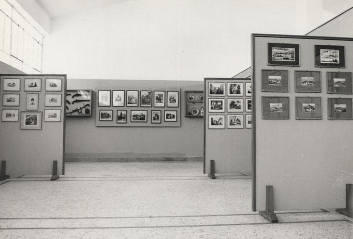 Εικ. 30. Τμήμα της συλλογής René Puaux όπως είχε εκτεθεί στο Αντωνοπούλειο μουσείο Πύλου.