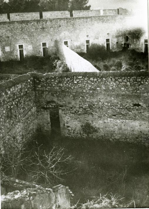 Εικ. 3α.  Όψη του αύλειου χώρου της ακρόπολης του Νιόκαστρου.