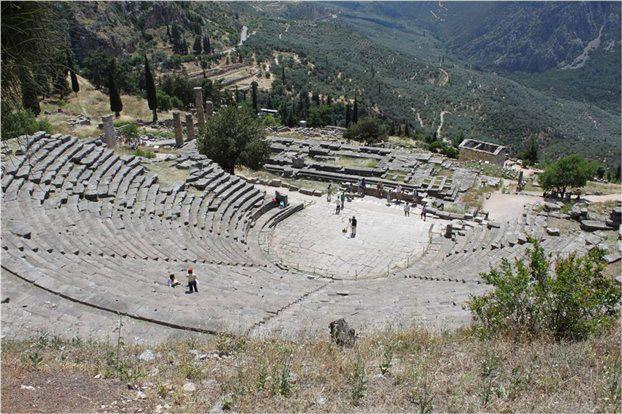 Το αρχαίο θέατρο των Δελφών.